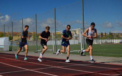 Los hermanos Ingebrigtsen entrenan en la pista de atletismo de Atarfe